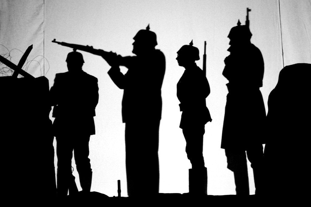 Weihnachten 1914. Englische Soldaten singen Weihnachtslieder.