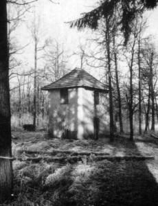 """Das """"Försterhäuschen"""" in den 50er Jahren. Foto von Rolf Weiss ()."""