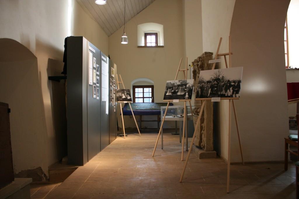 Ausstellung - durch 90 Jahre alte Fotografien fühlt sich der Betrachter in das Jahr 1925 versetzt.
