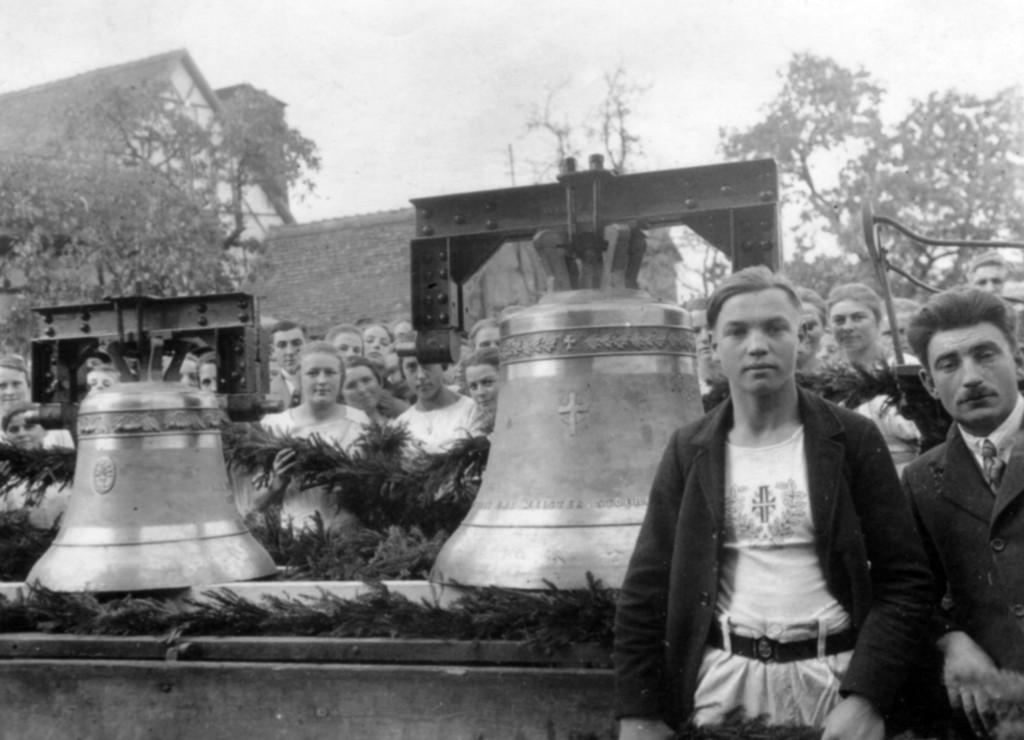 Historisches Foto - Einholen der neuen Glocken am 29. Oktober 1925.