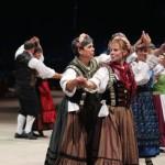 Tänzer aus Großfahner auf der großen Bühne der Eröffnungsgala.
