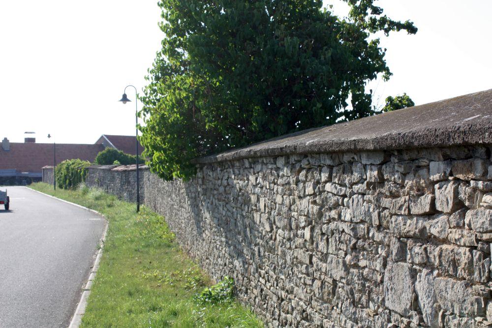 An der Dorfwand