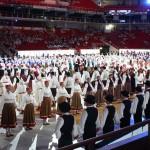 Polka mit über 300 Tänzerinnen und Tänzern zur Eröffnungsveranstaltung im Gatorade-Center.